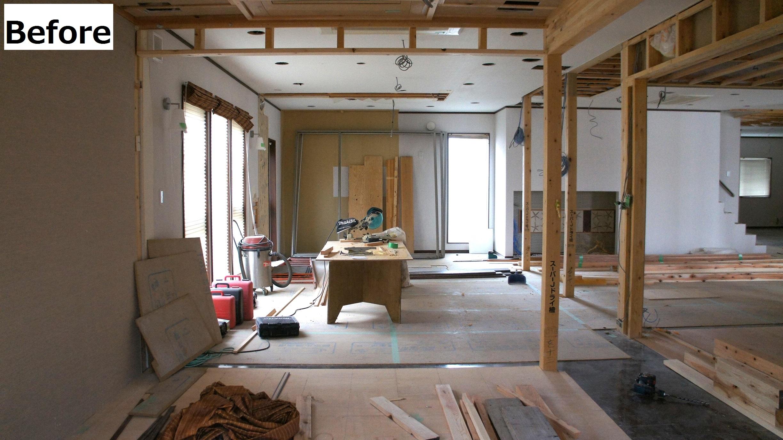 天井・柱・壁に壁紙を張っていきます。