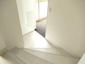 新設された階段もこんなに素敵