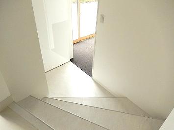 新たに階段を新設しました