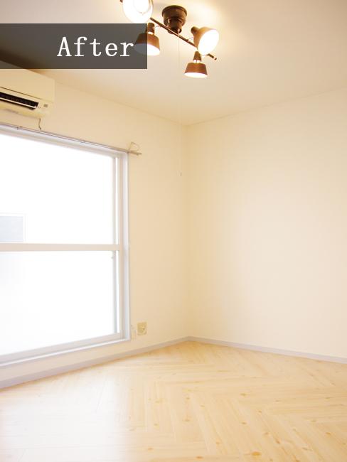 リビングにはオシャレで機能的な5灯式のシーリングライトを!ヘリンボーン床に優しい光が溢れるお部屋になりました♪