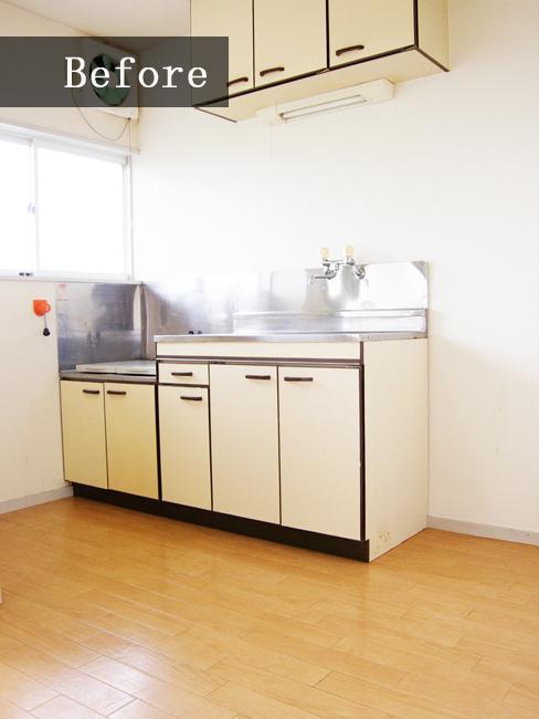 賃貸によくあるステンレスのキッチン。