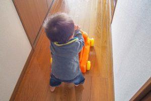 子供の足音は床材で防ぐ