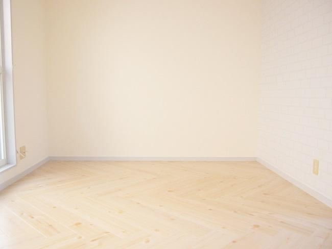 福島県郡山のヒロハイツ101号室 ヘリンボーンの床