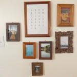 壁面にはカントリーの雰囲気をさらに引き立てる絵や写真が。