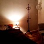 寝室は雰囲気が出るライトを置くことで、さらにオシャレ度がUP!こだわりの家具を揃え雰囲気もバッチリです!