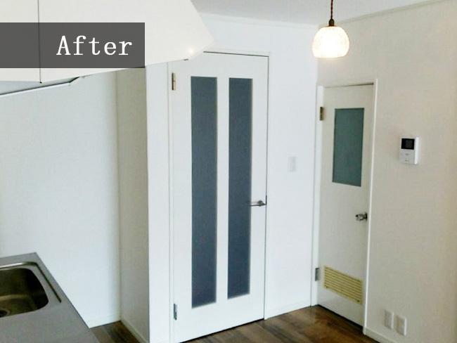 キッチンと玄関の境目にドアを設置しました。見た目的も良くなり、来客時などのプライベート空間もバッチリです!