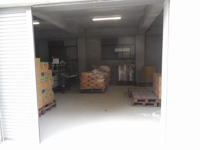 倉庫への入り口は広く、大きい物を出し入れするのにも使いやすくなっています
