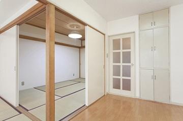 部屋ごとに床材を変えるリノベーション